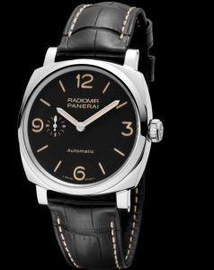 The 42 mm fake Panerai Radiomir 1940 watches have black alligator leather straps.