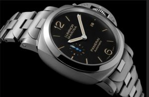 The watches can guarantee water resistance to 10 bars.