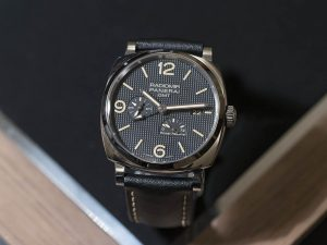The 45 mm fake Panerai Radiomir 1940 PAM00628 watches have black dials.