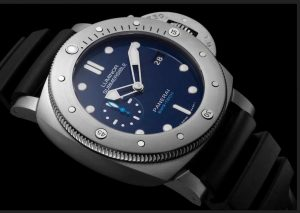 The 47 mm fake Panerai Luminor Submersible 1950 BMG-TECH™ PAM00692 watches have blue dials.