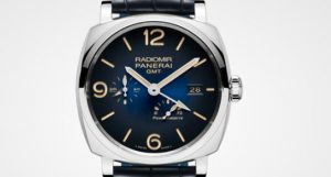 The 42 mm replica Panerai Radiomir 1940 PAM00946 watches have blue dials.