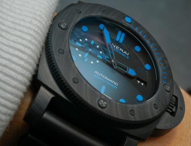 The all-black desgin makes this timepiece much cooler and more eye-catching.