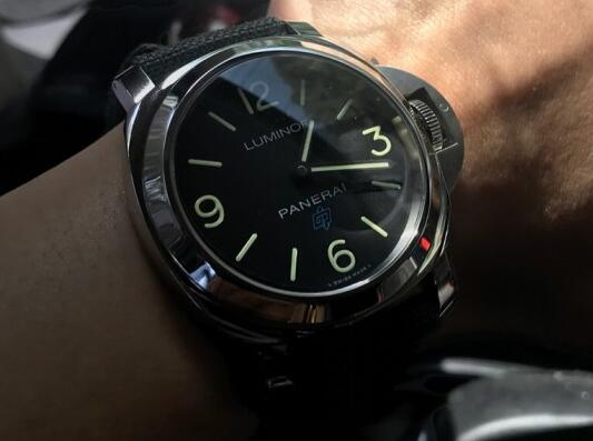 The bold Panerai is a good choice for strong men.