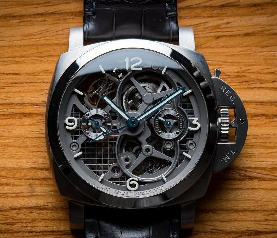 The skeleton dial allows the wearers to enjoy the movement from the front and caseback.