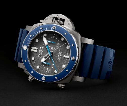 The blue elements on the dial make the timepiece more eye-catching.