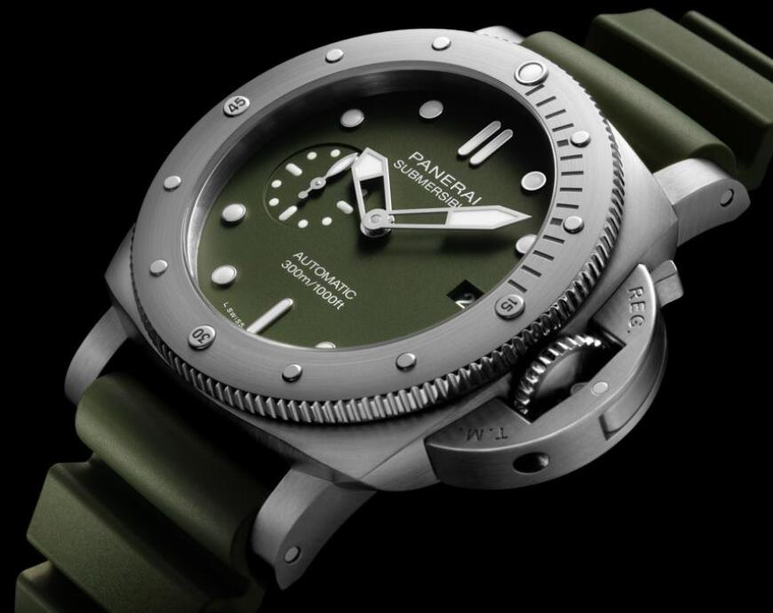 It is the first time that Panerai adopts the special military green to adorn the timepiece.