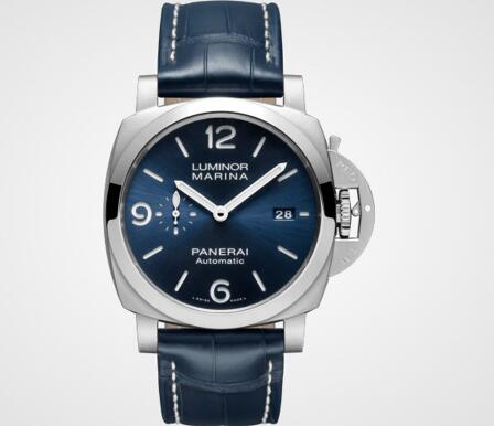 The blue Panerai will enhance the charm of modern men well.