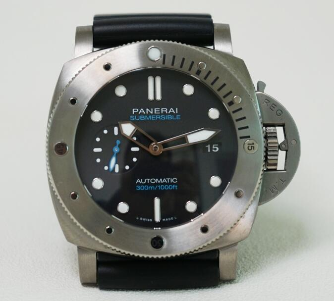 The 47 mm Panerai Submersible replica is good choice for strong men.